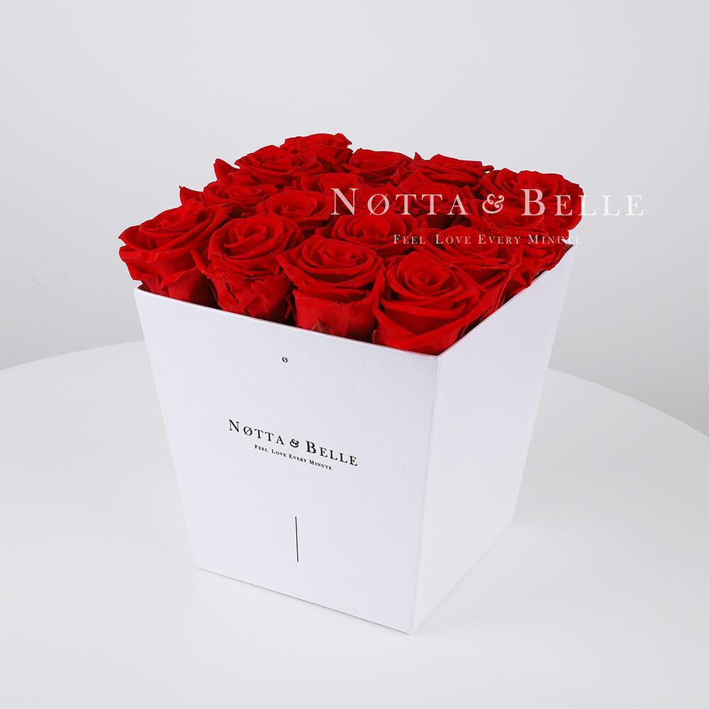 Roter Rosenstrauß «Forever» in einer weissen Box – 17 Stück