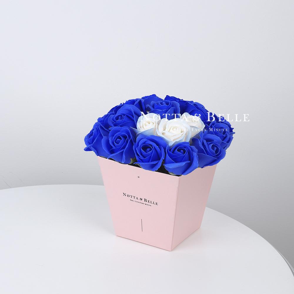 Мыльный букет синего цвета №235 из 21 розы