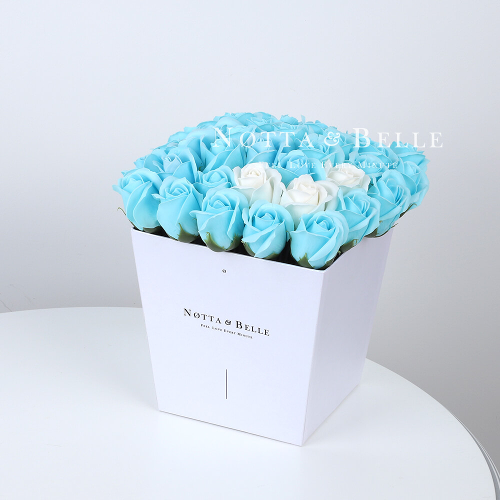 Мыльный букет голубого цвета №441 из 35 розы