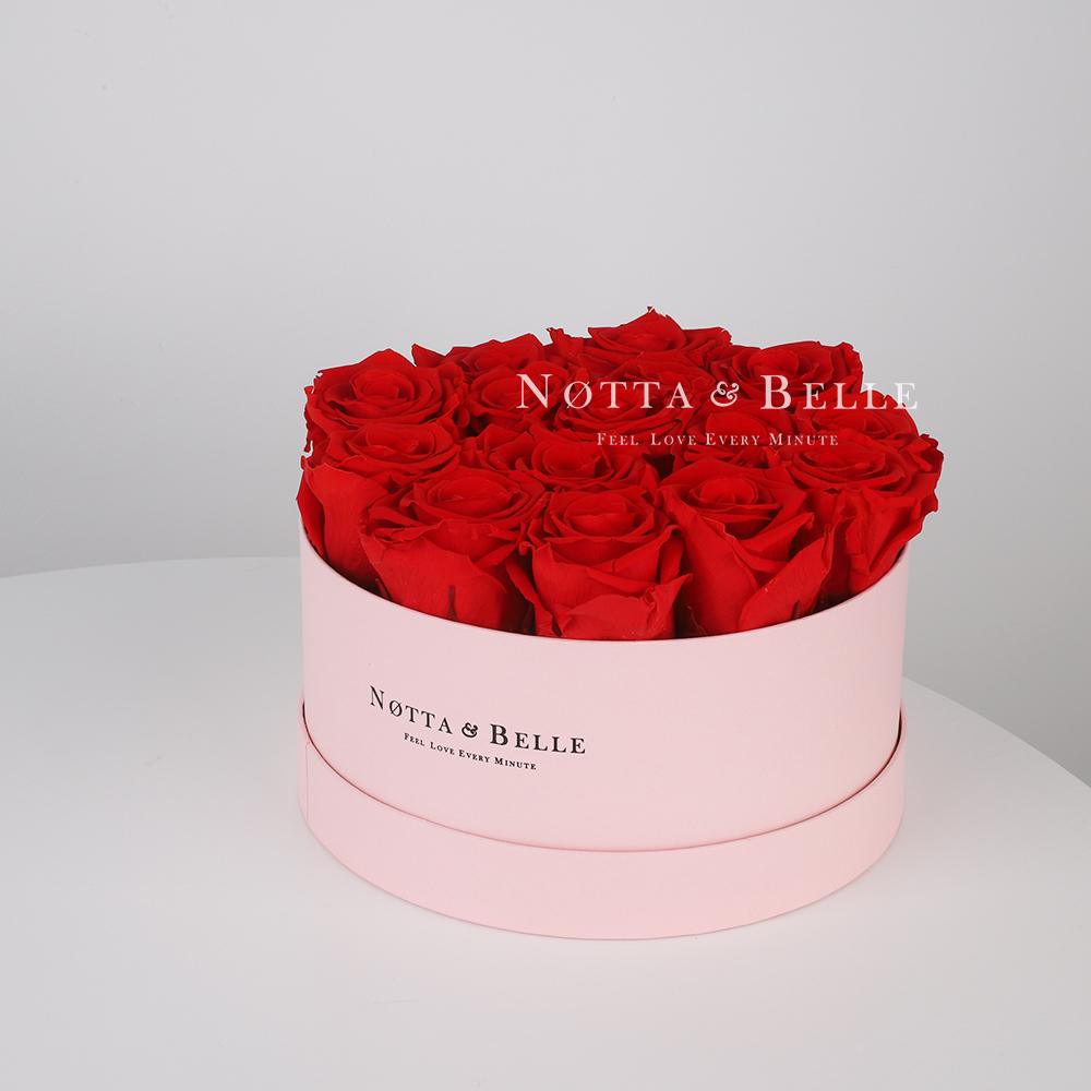 Stabilizirovannyy buket iz roz krasnogo cveta v rozovoy shlyapnoy korobke - Medium