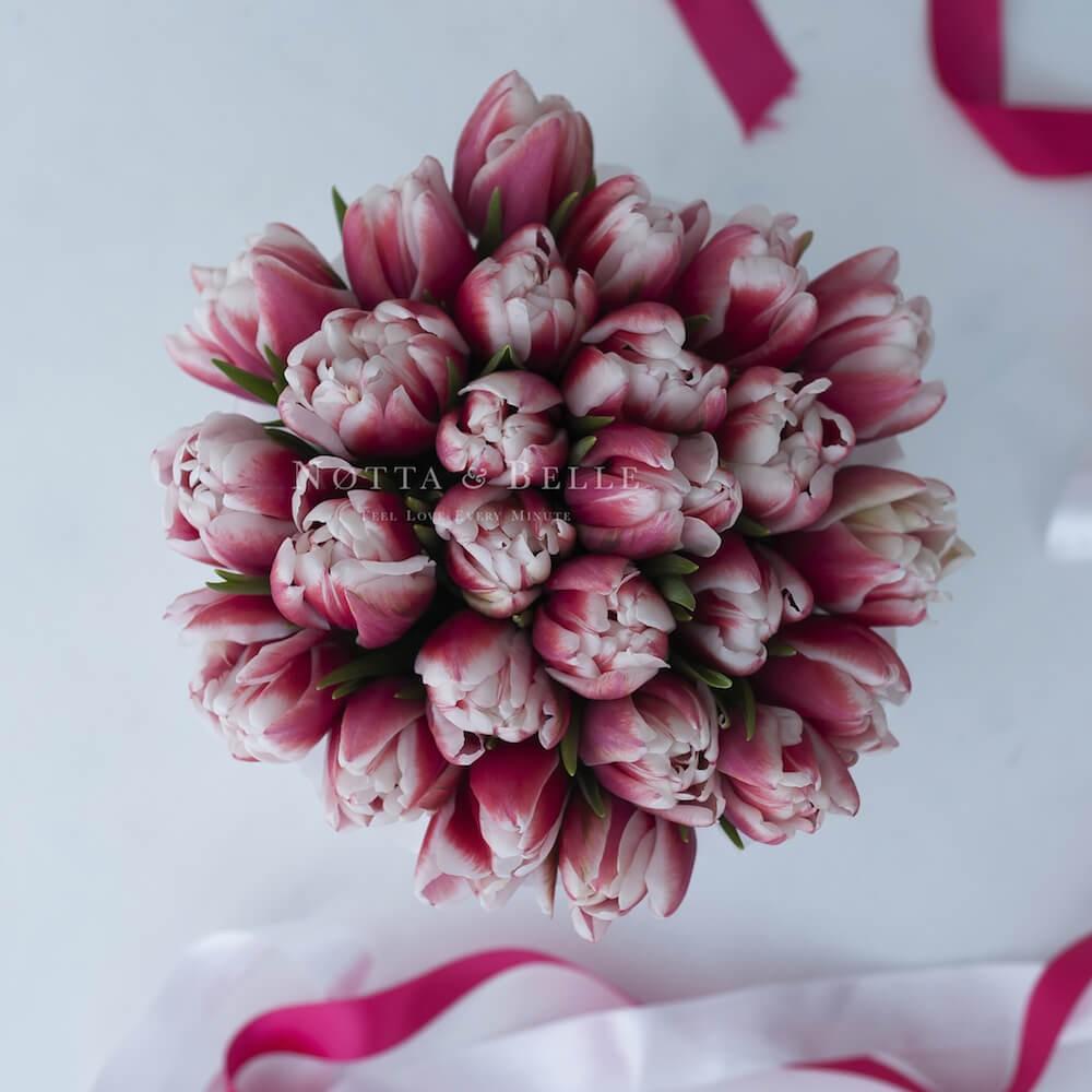 Premium Красно-белые тюльпаны в шляпных коробках - Notta&Belle