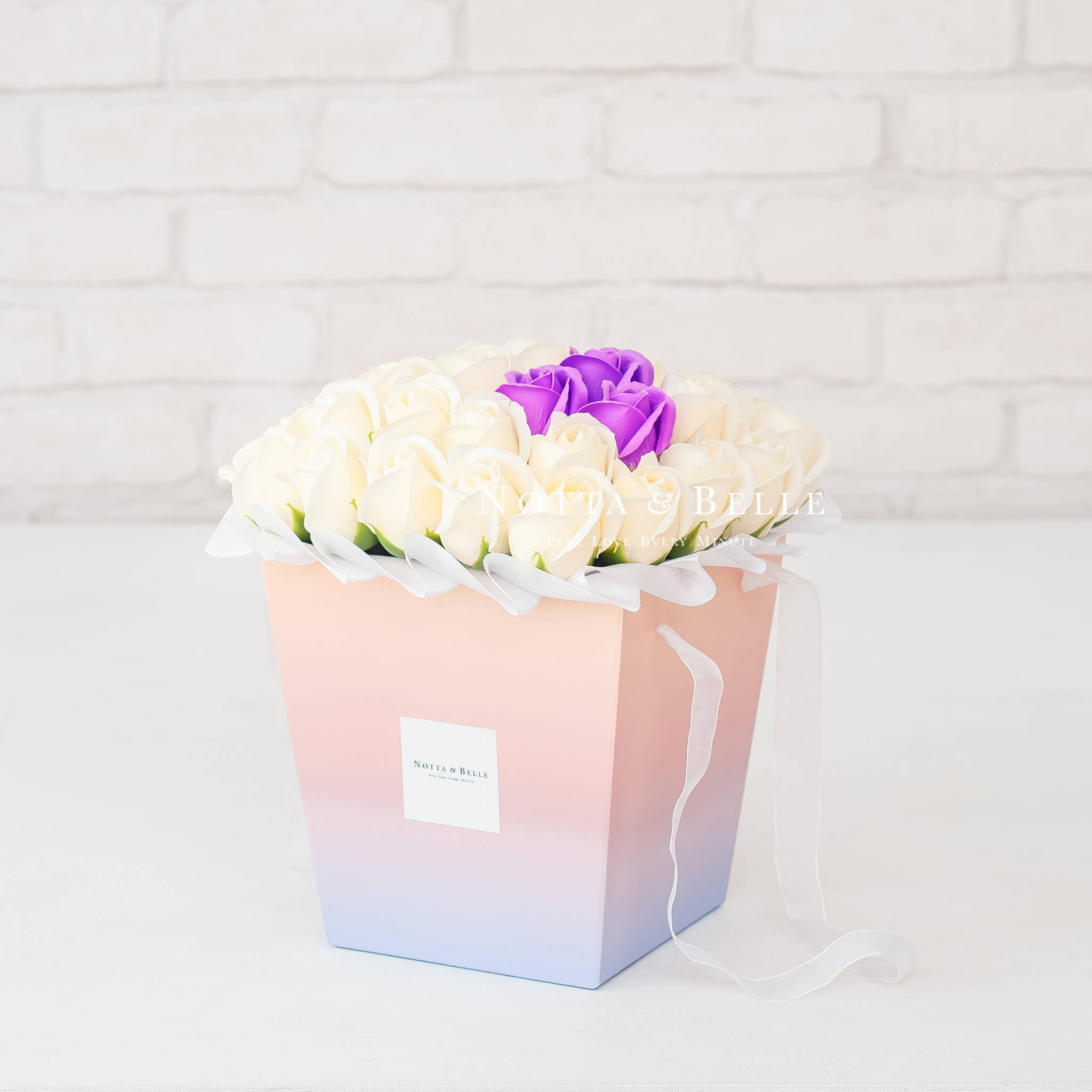 Мыльные розы белого цвета в коробке Ambre