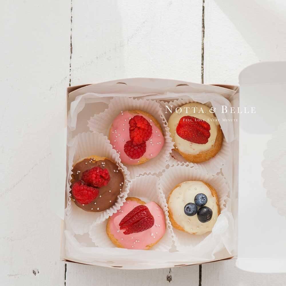 Набор №11 из эклеров с ягодами