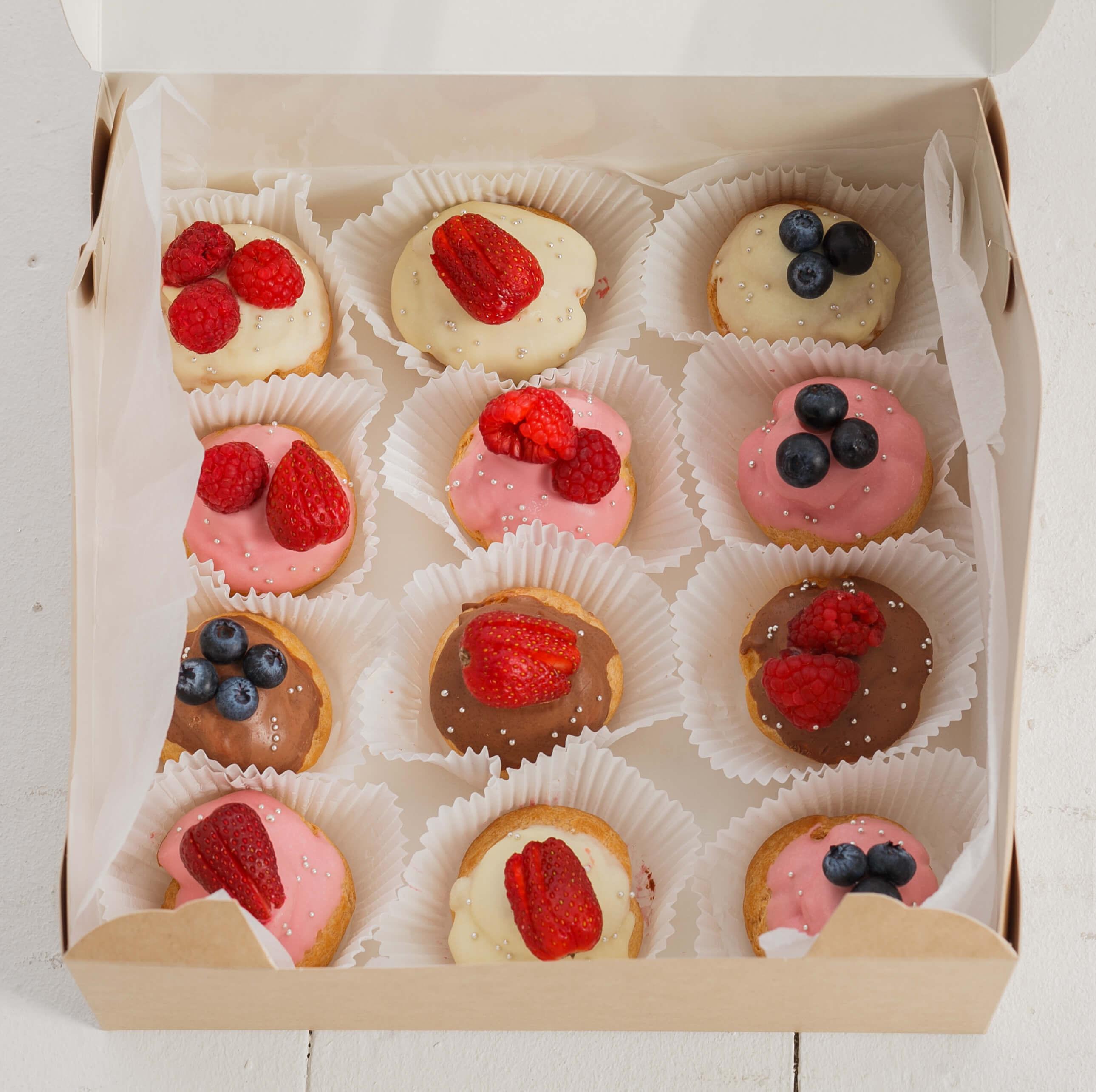 Набор №13 из эклеров с ягодами