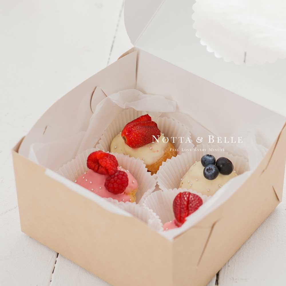 Набор из 5 эклеров с ягодами