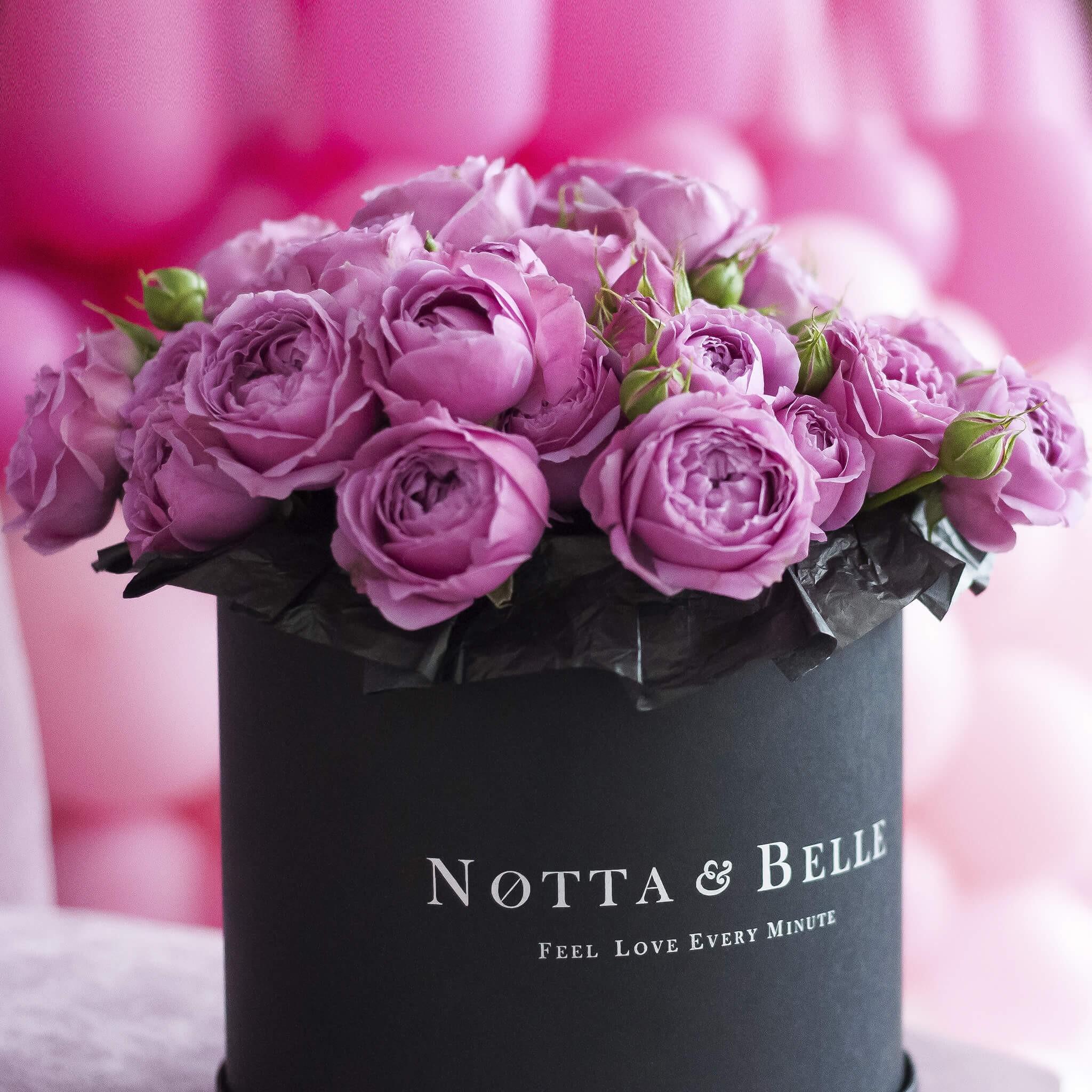 Mini Розовая роза в шляпной коробке черного цвета
