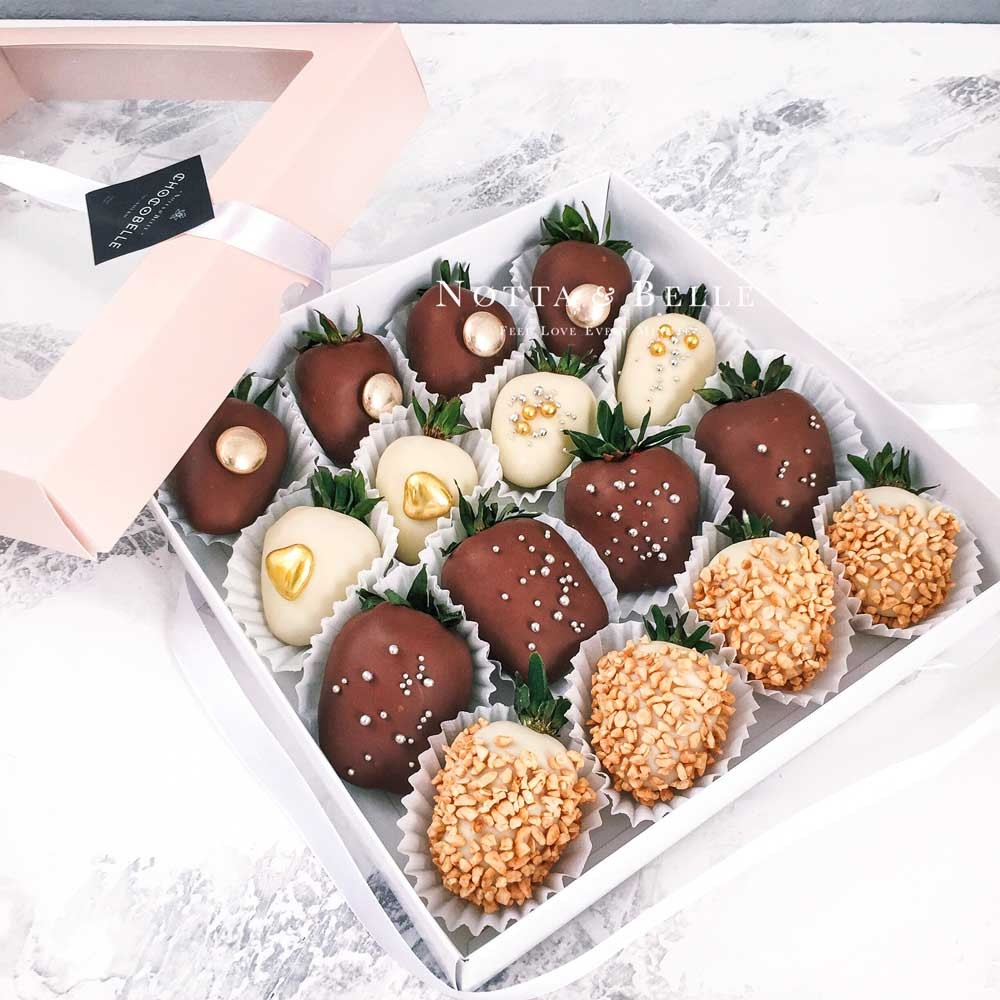 Клубника в шоколаде, набор из 16 штук.